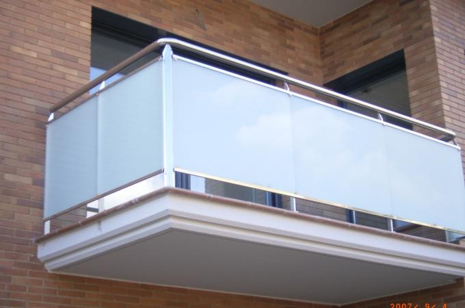 Balcones acero inox y vidrio servitja for Modelos de balcones modernos para casas
