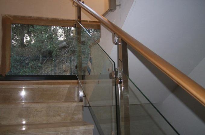 Barandas acero inox y cristal servitja - Barandas para escaleras de madera ...