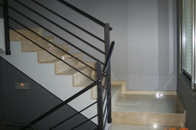 Barandas metalicas servitja for Escaleras metalicas homecenter