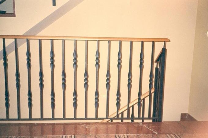 Barandas forja servitja - Barandillas de forja para escaleras de interior ...