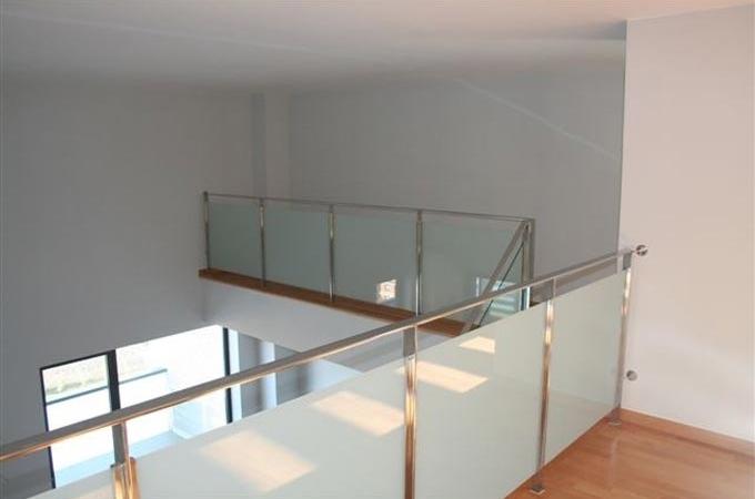 Barandas acero inox y cristal servitja - Escaleras con barandilla de cristal ...