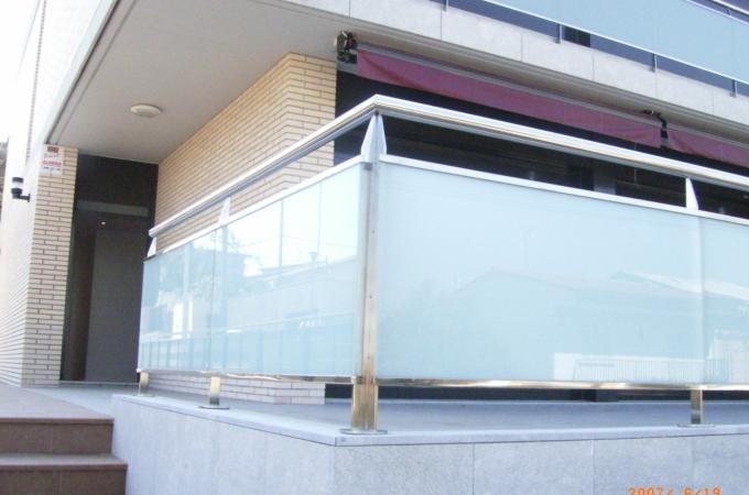 Balcones acero inox y vidrio servitja for Tipos de toldos para balcones