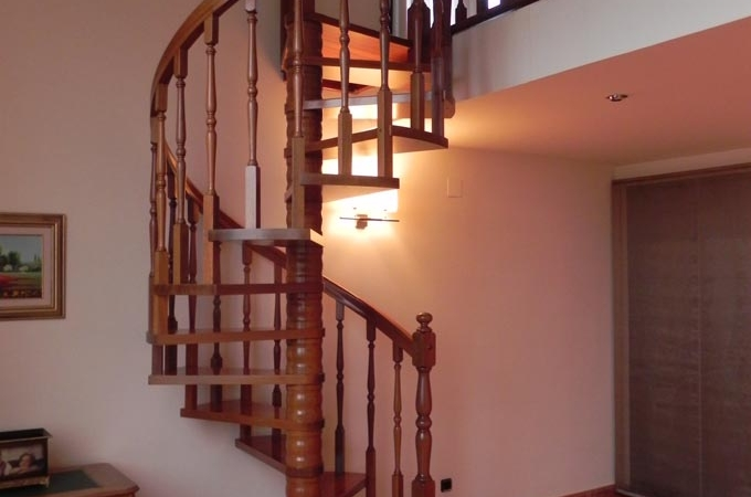 Escaleras caracol madera servitja for Escaleras metalicas homecenter