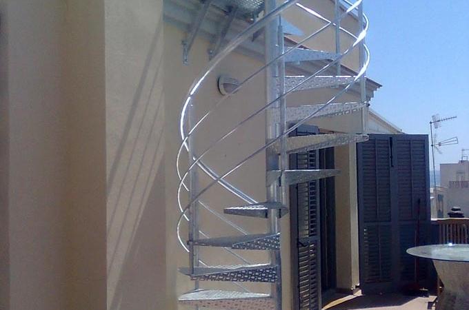 Escaleras exterior servitja - Escaleras de caracol metalicas ...