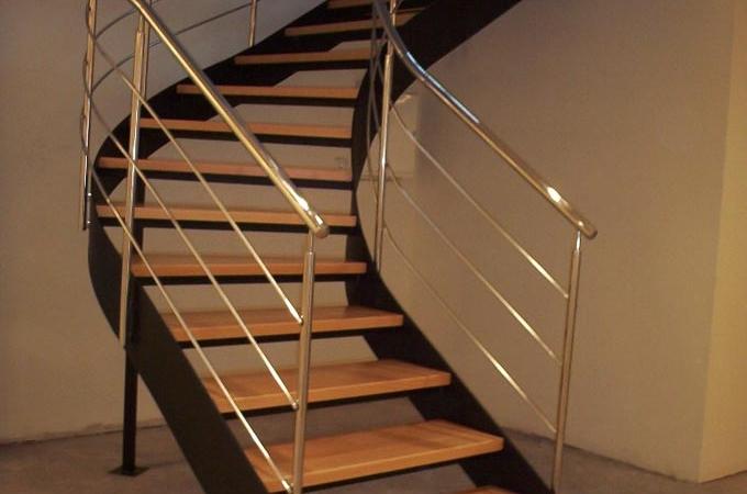 Escaleras helicoidales servitja for Escaleras metalicas con madera