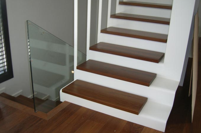 Escaleras chapa plegada servitja for Escaleras metalicas homecenter