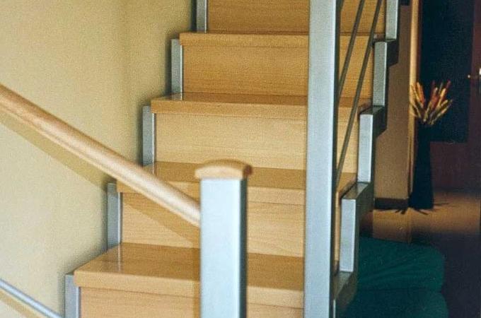 Zancas metalicas y pelda os madera servitja for Contrahuella escalera