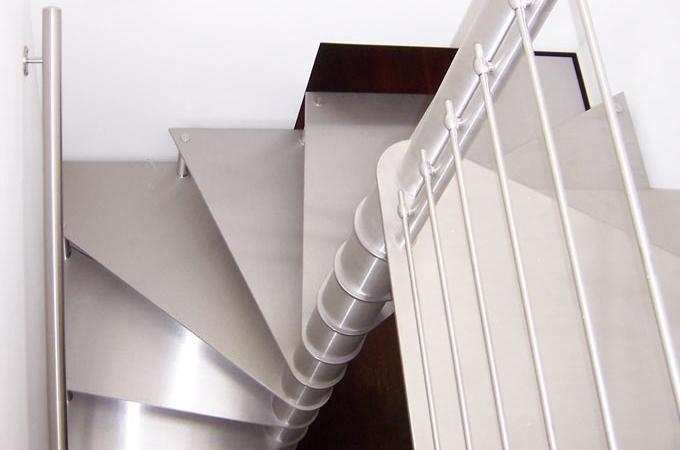 Escaleras caracol acero inox servitja for Escaleras en planta