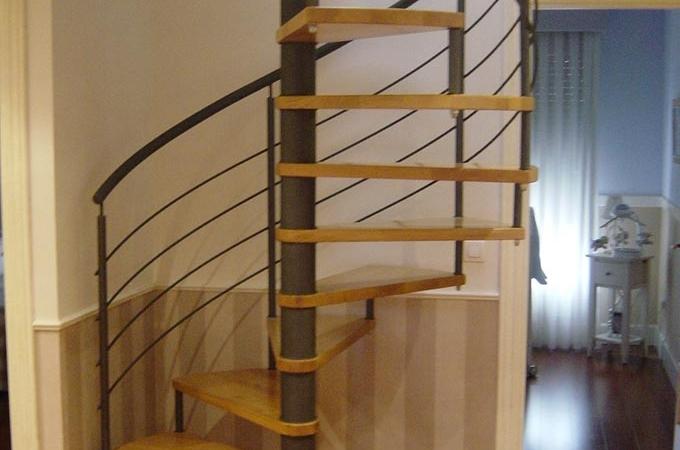 Escaleras caracol metal y madera servitja - Escaleras de caracol barcelona ...