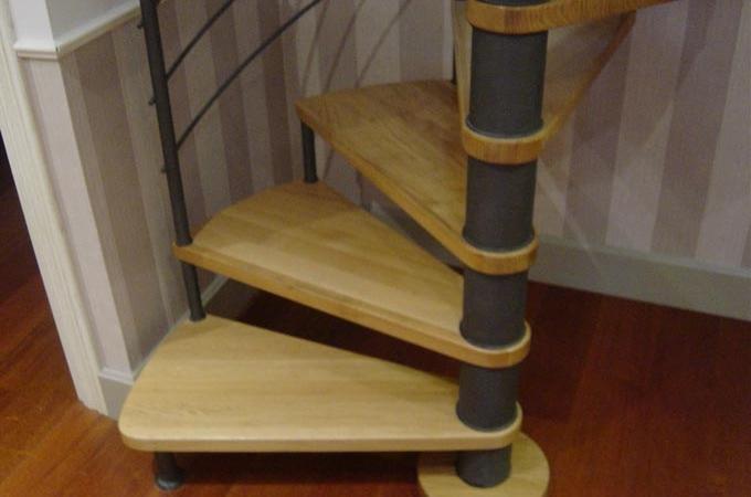 Escaleras caracol metal y madera servitja for Escaleras voladas de madera
