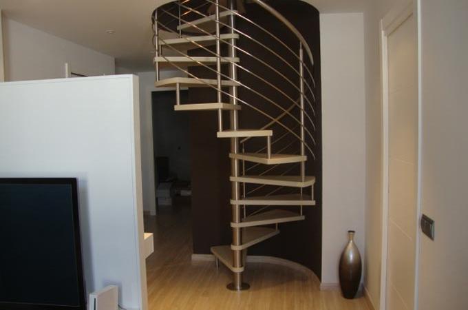 Escaleras caracol acero inox y madera servitja - Escaleras de caracol barcelona ...
