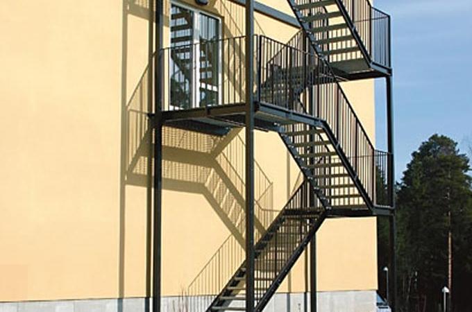 Escaleras de emergencia servitja for Escaleras metalicas exterior