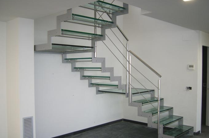 Zancas metalicas y pelda os cristal servitja for Escaleras metalicas homecenter