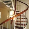 Escalera-helicoidal-pasamano-de-madera