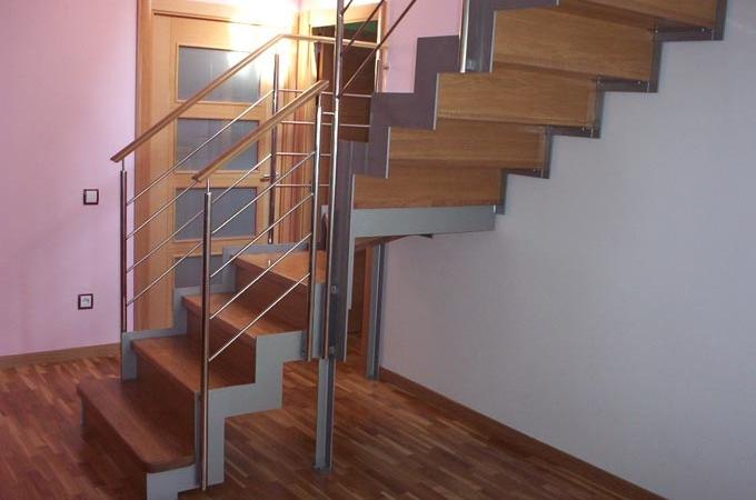 Zancas metalicas y pelda os madera servitja for Escaleras retractiles