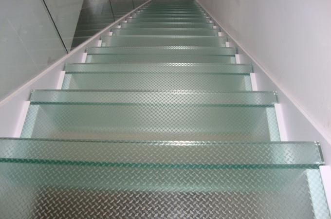 Zancas metalicas y pelda os cristal servitja - Escaleras con cristal ...