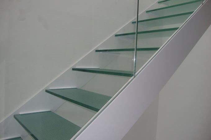 Zancas metalicas y pelda os cristal servitja - Escaleras con barandilla de cristal ...