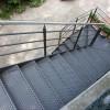 Escalera-peldaños-metalicos-abocardados