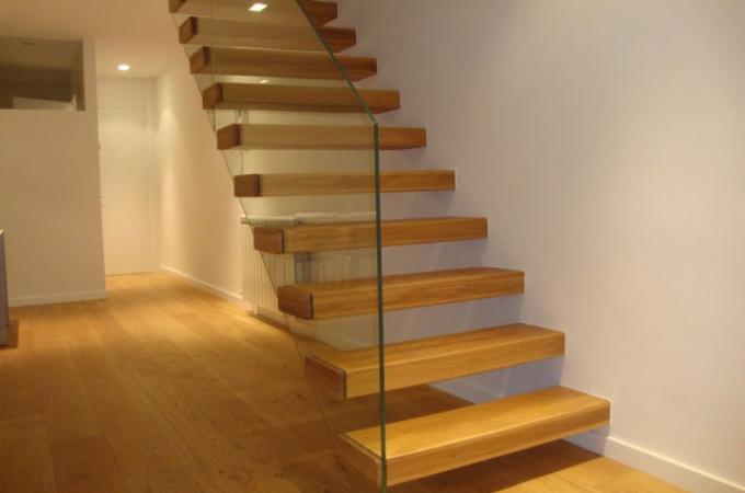 Pelda os mader 80 mm y baranda vidrio servitja - Escaleras de cristal y madera ...
