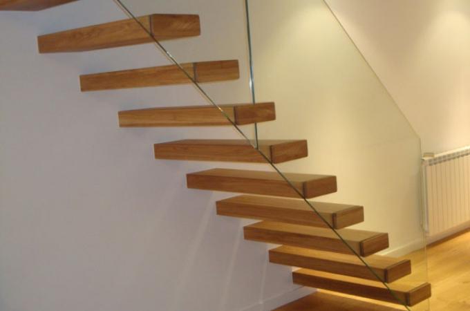 Pelda os mader 80 mm y baranda vidrio servitja - Escaleras voladas de madera ...