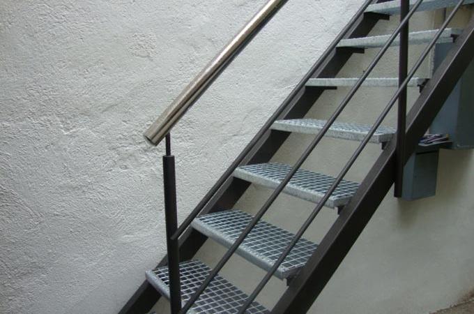 Escaleras exterior servitja for Escalera exterior de acero galvanizado precio